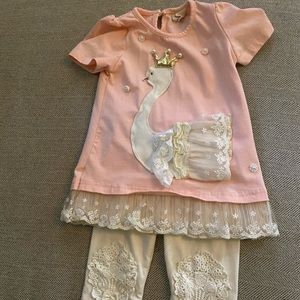 Swan shirt with lace capris